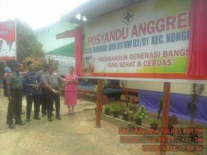 Kapolres Kutim AKBP Teddy Ristiawan,SH.,SIK.,MH melaunching Poskamling Terpadu di RT.01 Ds.Makmur Jaya Kec.Kongbeng.