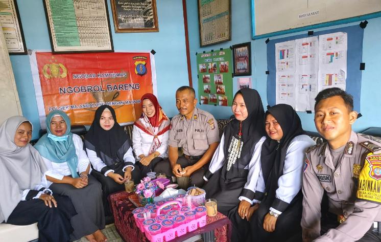 Antisipasi Berita Hoax, Bhabinkamtibmas Ancalong Sambang Guru TK