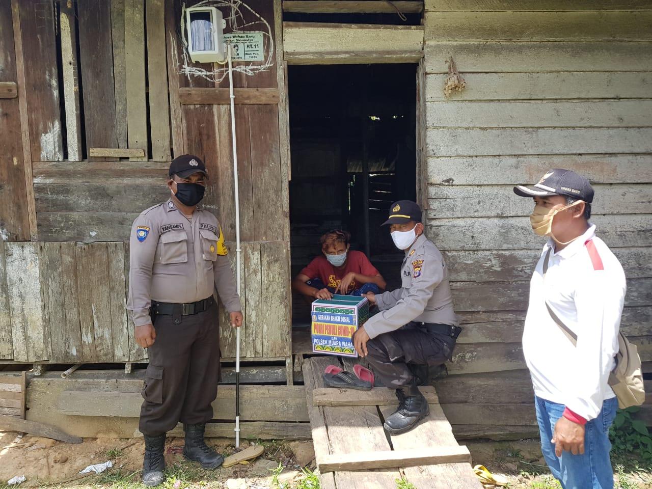 Polsek Muara Wahau Polres Kutim Bagikan 100 Paket Sembako