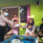 Jelang Buka Puasa, Polres Kutai Timur Keliling Bagikan Takjil