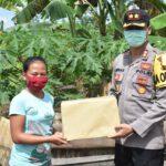 Aksi Polri Peduli Tak Pernah Berhenti, Kali Ini Berikan Bantuan Paket Sembako Ke Wilayah Pantai Teluk Lombok