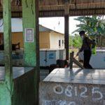 Polres Kutim Kembali Semprot Disenfektan Di Pasar Induk Sangatta