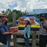 Aksi Polri Peduli, Polsek Muara Ancalong Polres Kutim Bagikan 350 Paket Sembako