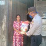 Jumat Barokah, Polsek Muara Ancalong Polres Kutai Timur Bagi Bagi Paket Sembako