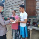 Jelang Buka Puasa, Kapolres Kutim Bagikan Takjil Kali Ini Sasarannya Kampung Pesisir