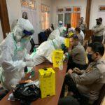 Screening Awal Deteksi Dini Penyebaran Virus Covid – 19, Personil Polres Kutim Sektor Sangatta Utara Laksanakan Rapid Test