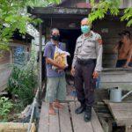 Polisi Peduli Bagikan Sembako, Polsek Sangatta Utara Bagikan Kepada Warga Yang Mampu