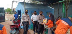 Kapolsek Bengalon Bantu Korban Kebakaran Desa Sepaso