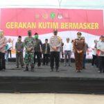 Kampanye Kutim Bermasker, Polres Kutim Bagikan Ribuan Masker