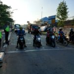 Patuhi Dan Mengutamakan Protokol Covid – 19 Dalam Berlalu Lintas, Sat Lantas Polres Kutim Tertibkan Pengendara Di Traffict Light