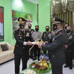 Jaga Soliditas Dan Kekompakan, Kapolres Kutai Timur Beri Kejutan Saat HUT TNI Ke 75 di Mako Kodim 0909 Sangatta