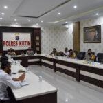 Kapolres Kutim Hadiri Video Conference dengan Kapolda Kaltim Bahas Perkembangan Situasi