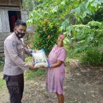 Bhabinkamtibmas Desa Mukti Utama Bagikan Bantuan Pangan