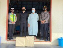 Jelang Akhir Ramadhan, Kasat Resnarkoba Polres Kutim Bagikan Takjil Ke Pesantren