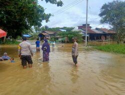Patroli Cegah Tindak Kejahatan Ditengah Bencana Banjir, Personil Polsek Muara Bengkal Berkeliling Rumah Warga